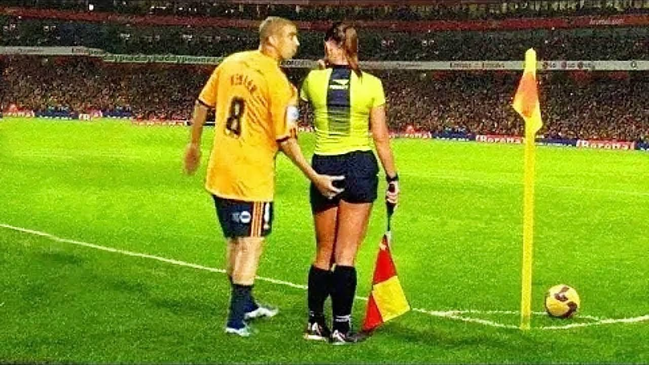 10 FUNNY MOMENTS WITH REFEREES IN FOOTBALL