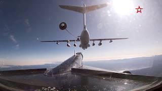 Летающий «Медведь»: кадры дозаправки ракетоносца Ту-95МС в воздухе