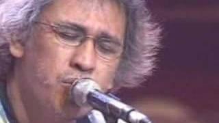 Download lagu Iwan Fals - Ijinkan Aku Menyayangimu (Live)