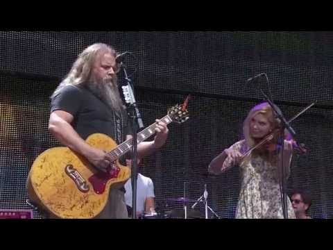Jamey Johnson with special guest Alison Krauss – Make the World Go Away (Live at Farm Aid 2016)