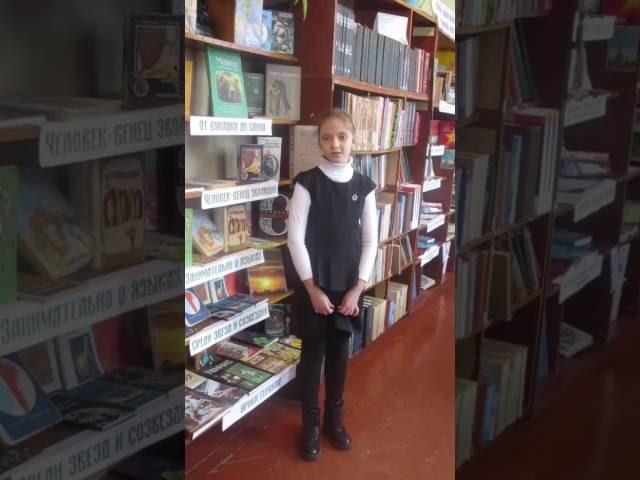 Изображение предпросмотра прочтения – КираТищенко читает произведение «Лисица и виноград» И.А.Крылова