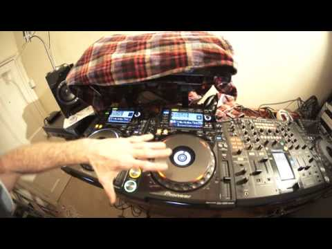 DJ MIXING LESSON GOING FROM TECHNO TO TECH HOUSE WITH A BOUNCE BY ELLASKINS