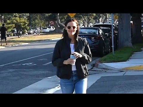 Jennifer Garner Flashes A Smile After Reuniting With Ben Over Labor Day Weekend