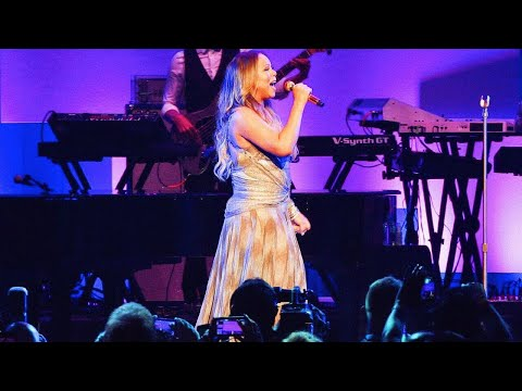 Mariah Carey - INSANE Vocals From &39;Walmart Shareholders&39; Concert Eb3-Eb6