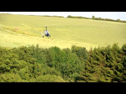 "CALIDUS GYROCOPTER, GREAT APPROACH, ""BEAUTIFUL"" LANDING. (TEMPORARY WHITE TAILPLANE)"