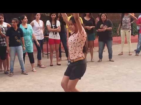 Odisha college girls dance on Prabhu...