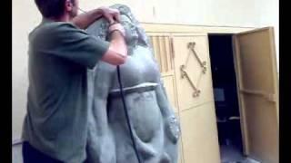 scultura su pietra la Grande Madre ancora imprigionata nella materia