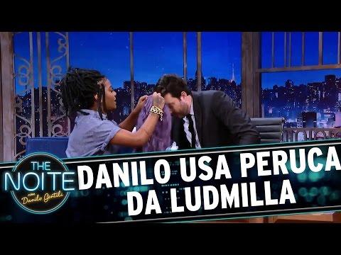 Danilo Gentili usa peruca da Ludmilla | The Noite (22/03/17)