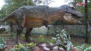 Dinosaurios de tamaño real se hospedan en el Parque Ecológico El Batán