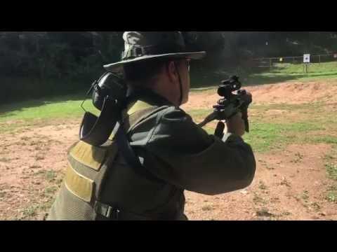 Padrino López llama a votar en medio de una práctica de tiro