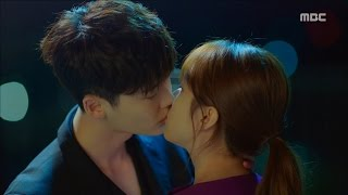 Video [W] ep.05 Lee Jong-suk comes out to the real world and kisses Han Hyo-joo!  20160803 download MP3, 3GP, MP4, WEBM, AVI, FLV Maret 2018