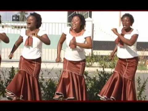 Inavuma, Kwaya ya mt. Kizito - Makuburi, mtunzi. B. Mukasa.wmv