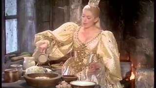 "Пирог любви. Отрывок из фильма ""Ослиная шкура"". Le Cake d'Amour. Catherine Deneuve. Peau d'Ane"