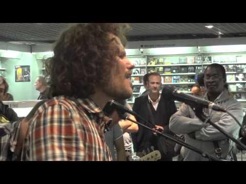 Kwoon - Bird @ Fnac des Halles (Paris) 06/10/11