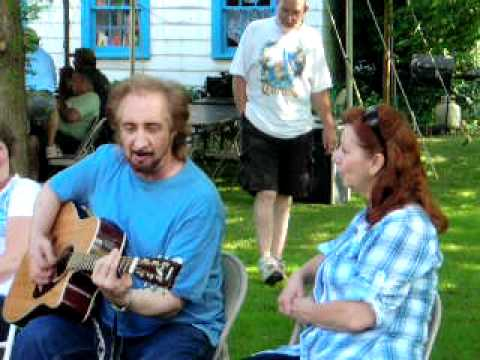 Tom Rojack singing