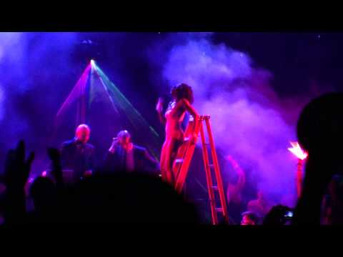 Pon De Floor - Major Lazer @ Coachella 2010 *slightly better audio* (HD)