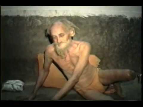 Swami Srilasri Swaprakasananda Theertha Avadhootha Gives darshan and siddhi yoga asanas.