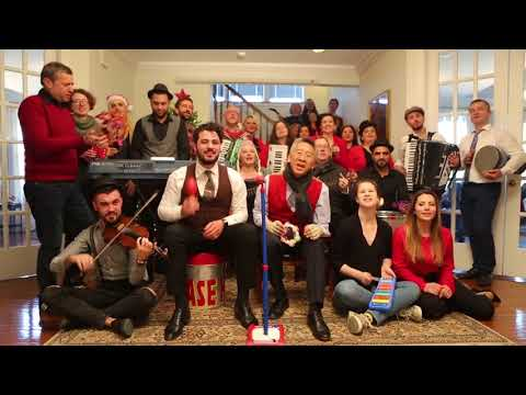 Përplasje dhe tensione në Kuvend, Donald Lu këndon këngën e Vitit të Ri