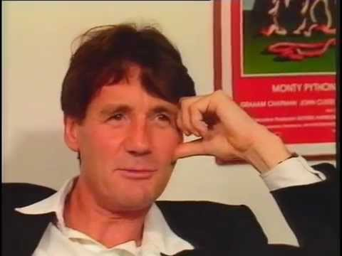 Monty Python's Prominent Features - News Report 27/12/88