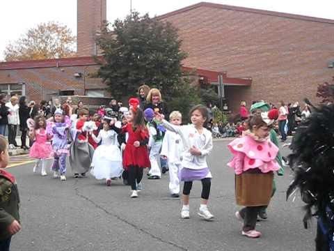 Long Lots School 2010 Halloween Parade