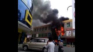 Video Kebakaran GOLDEN TELESHOP Nagoya Hills Batam download MP3, 3GP, MP4, WEBM, AVI, FLV Juli 2018