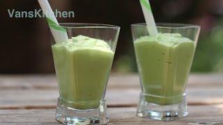 Vietnamese avocado smoothie (Sinh tố bơ)
