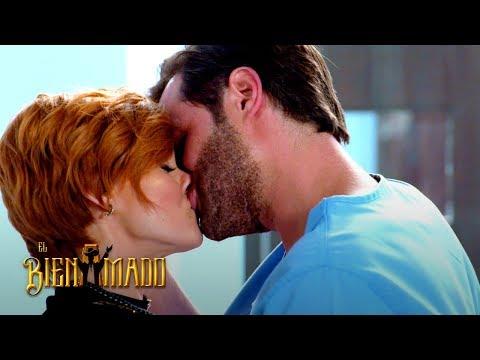 El Bienamado | León Le Demostró Su Amor A Valeria Con Un Beso