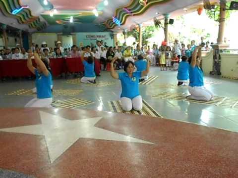 bài  dưỡng sinh : yoga phục hồi phần 2 biểu diễn ở thị xã Thuận An 15-5-2011