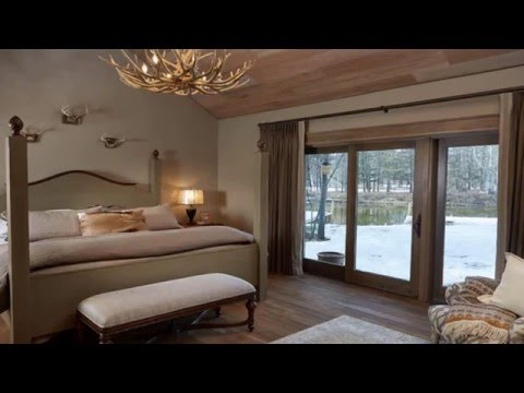 Awesome Antler Chandeliers In The Bedroom