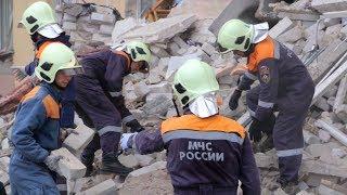 Аварийно-спасательные работы на месте обрушения части жилого дома в Волгограде