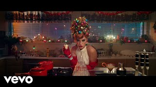Смотреть клип Katy Perry - Cozy Little Christmas