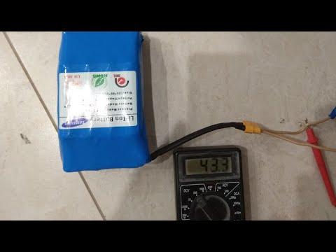 батарея от героскутера, зарядное устройство сколько вольт даёт.