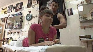 Сначала она хотела татуировку, а потом захотела и татуировщиков. Соблазны