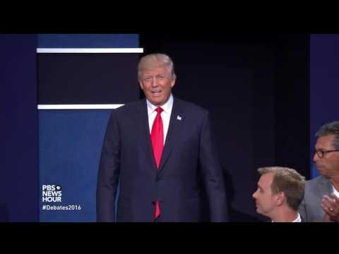 Trump, Clinton skip pre-debate handshake