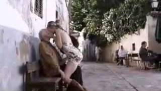 Repeat youtube video loira gostosa beijando velhinho - Hot girl kissing old man (Sasha Grey)