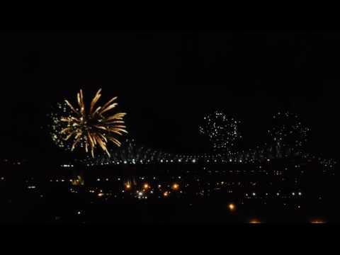 Éclairage du pont Jacques Cartier Montreal 375 e anniversaire 17 mai 2017 - 1/2