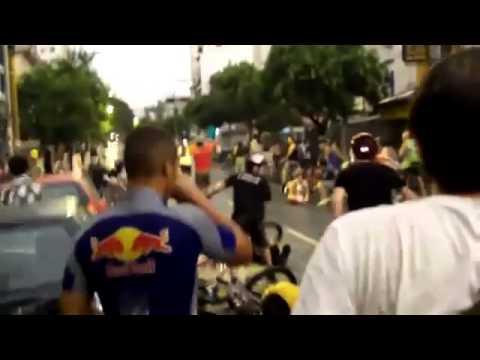 Choc: Voiture écrase des Dizaines de Cyclistes