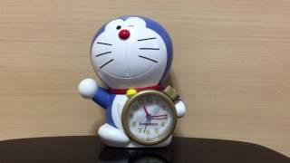 10年以上前に母からプレゼントしてもらった目覚まし時計。懐かしい大山のぶ代さんのドラえもんが優しく起こしてくれます!