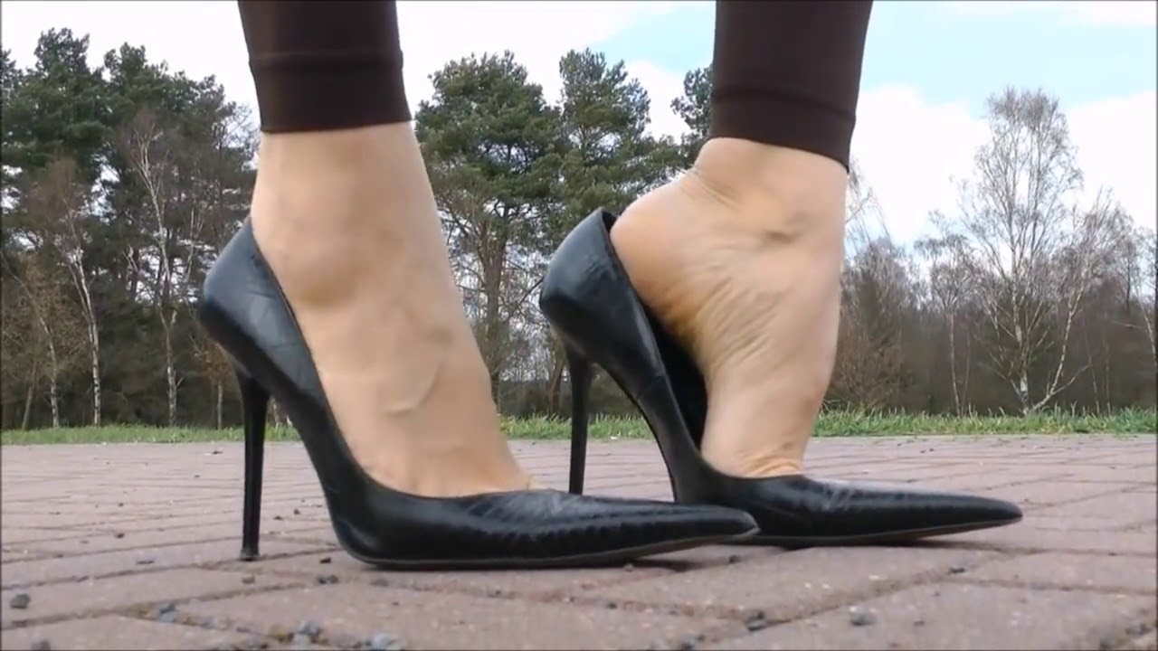 Goddess Shoeplay 4