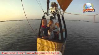 Video Met de VIP-Ballonvaart vanuit Joure laag over het water bij het Tjeukemeer download MP3, 3GP, MP4, WEBM, AVI, FLV Mei 2018