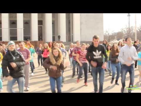Веселый флешмоб Миньонов на ВВЦ