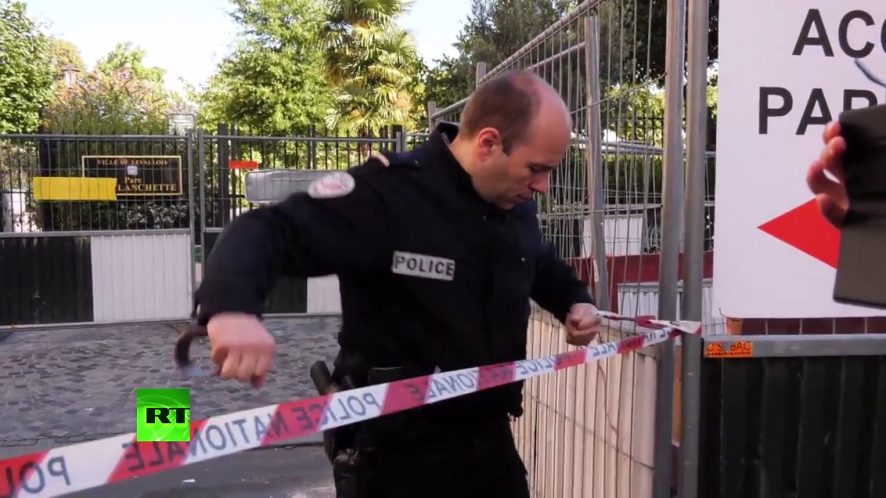 Police operation ongoing after vehicle strikes soldiers in Paris suburb