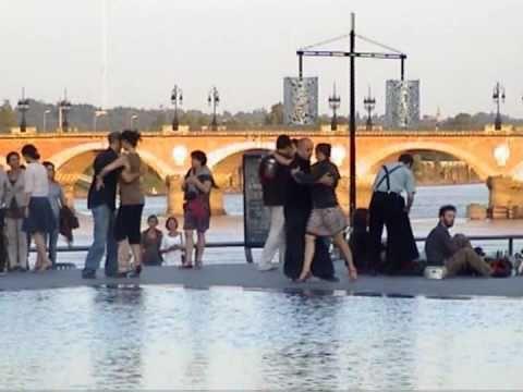 Bordeaux tango sur le miroir d 39 eau youtube for Miroir d eau bordeaux