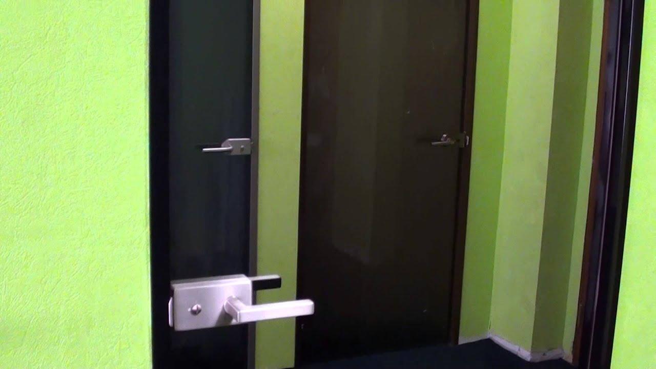Компания «houseglass» предлагает продукцию из стекла: стеклянные двери, душевые кабины, перегородки, фартуки на кухню, ограждения лестниц и фурнитуру. Производство, доставка, установка и обслуживание.