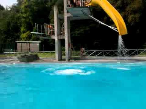 Moi plongeoir de 5m youtube for Plongeoir de piscine