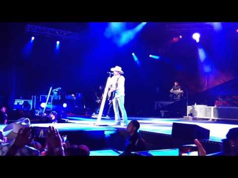 Jason Aldean Two Night Town - Live Performance Albuquerque, NM