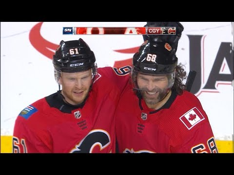 Jagr scores his first goal with the Flames