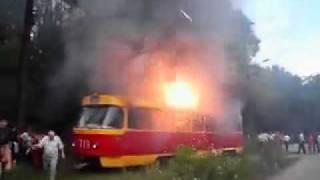 Возгорание трамвая, это полная жесть.mp4(, 2011-03-29T13:13:52.000Z)
