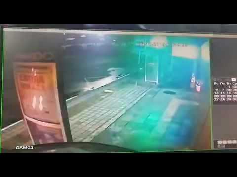 Момент ДТП с участием двух автомобилей и сотрудника полиции попал на камеры