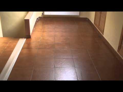 Claves para limpiar pisos doovi - Encerar suelo madera ...